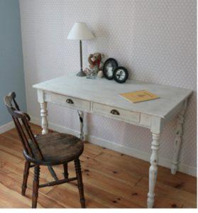 フレンチテイストの机