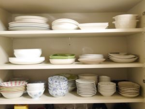 食器棚の皿